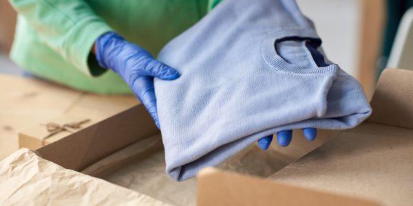 Jak spakować ciuchy do wysyłki